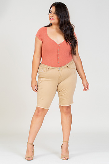 Junior Plus Size WannaBettaButt Bermuda with Fray Hem