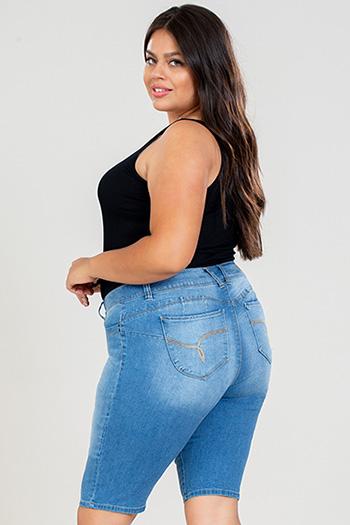 Junior Plus Size WannaBettaButt Mid-Rise Bermuda
