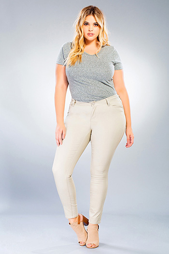Junior Plus Size WannaBettaButt Twill Skinny