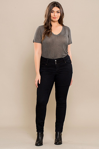 Junior Plus Size WannaBettaButt 3-Button Skinny Jean