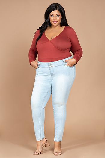 Junior Plus Size 3-Button WannaBettaButt Skinny Jean