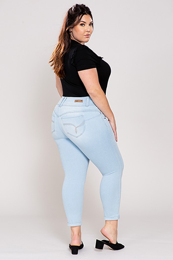 Junior Plus Size WannaBettaButt 3-Button Cuffed Ankle Jeans