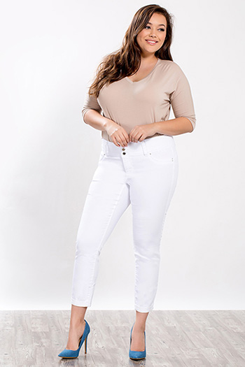 Junior Plus Size WannaBettaButt 3-Button Jegging