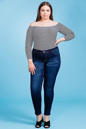 Junior Plus Size WannaBettaButt Mid-Rise Skinny Jean
