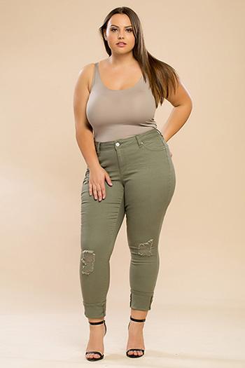 Junior Plus Size WannaBettaButt Mega Cuffed Pant