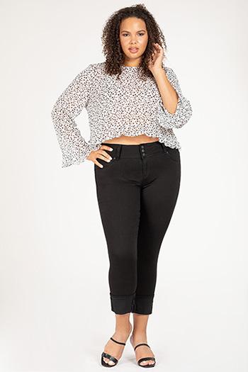 Junior Plus Size WannaBettaButt 3-Button Mid-Rise Mega Cuff Skinny Jean