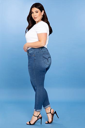 Junior Plus Size WannaBettaButt Mid-Rise 2-Button Ankle Jeans