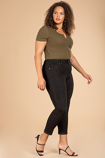 Junior Plus Size 2-Button Mid-Rise Super Soft Ankle Jean with Rolled Cuffs
