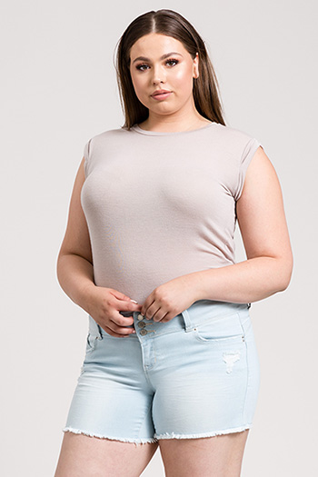 Junior Plus Size WannaBettaButt 3-Button Shorts with Fray Hem