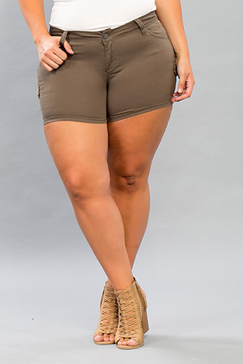 Junior Plus Size WannaBettaButt Twill Short