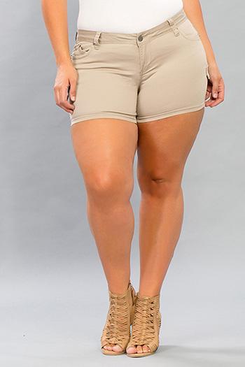 Junior Plus Size WannaBettaButt Twill Short