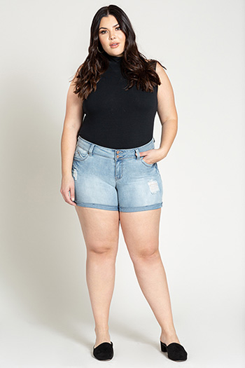 Junior Plus WannaBettaButt Mid-Rise Cuffed Shorts