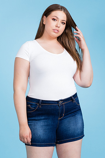 Junior Plus Size WannaBettaButt Mid-Rise Short with Side Slit