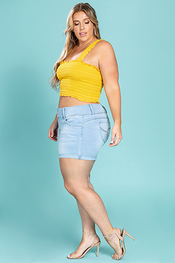 Junior Plus Size WannaBettaButt 3-Button Mid-Rise Cuffed Short