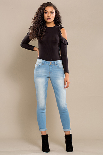 Junior WannaBettaButt 2-Button Cuffed Skinny Jean