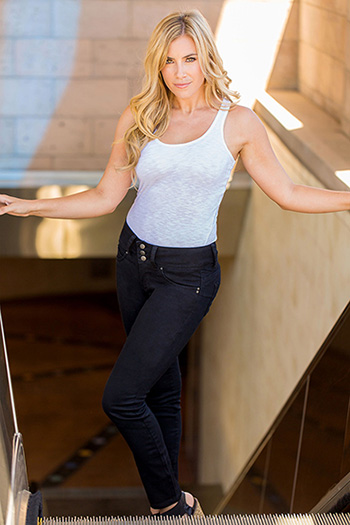 Women Petite Triple-Button WannaBettaButt Skinny Jeans