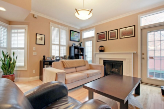 Two Storey Townhouse in the Beltline!