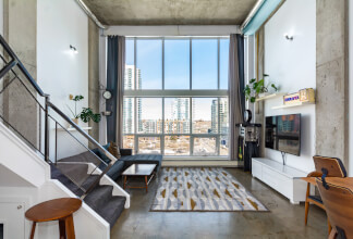 Beautifully Renovated Modern Loft With An Awe-Inspiring 16-Foot Wall Of Floor-To-Ceiling Windows
