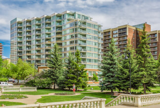 Gorgeous One Bedroom Suite with Stunning Park & Downtown Views in Calla