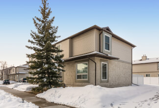 Three Bedroom Two Storey Townhouse in Deer Ridge