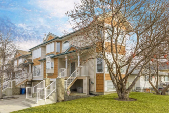 Spacious 1650 sq ft Townhome in sought after Parkhill!