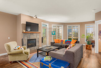 Executive One Bedroom and Den Inner City Condo in an Idyllic Park-Like Setting