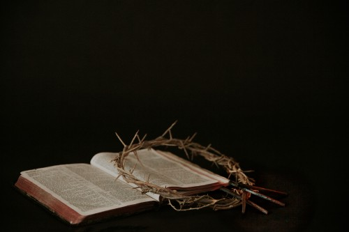 crown, thorns, king, jesus, crucifixion, cross, easter, resurrection, bible, read, pages, open