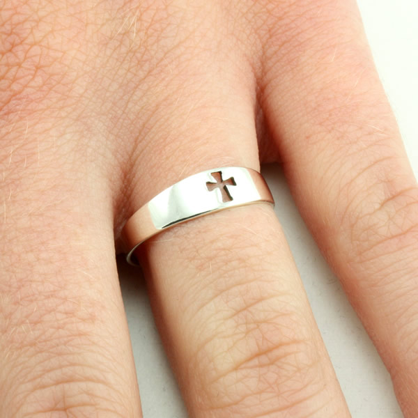 Cut-out Cross Ring - SR-422
