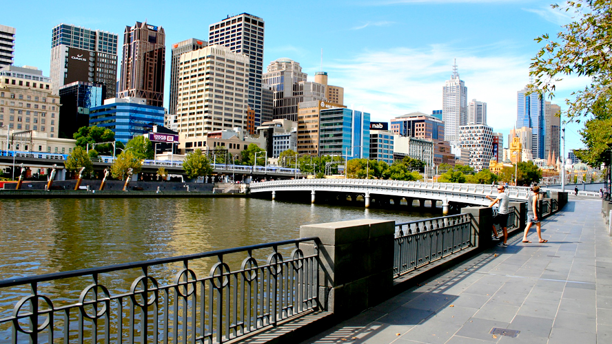 Melbourne skyline river