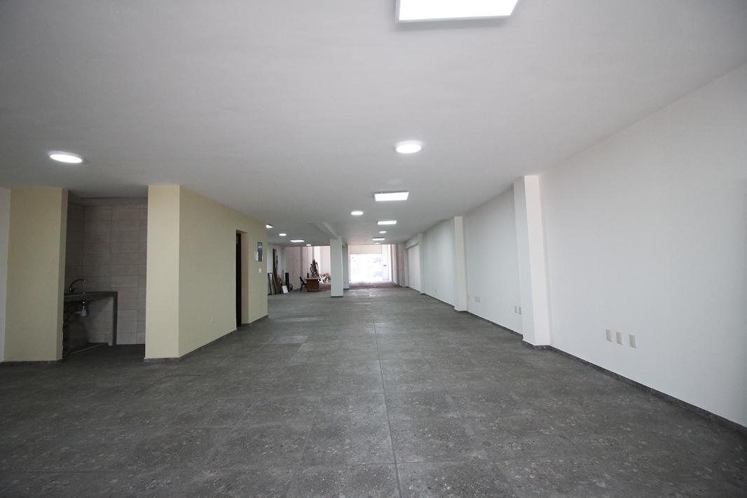 Edificio en venta en Morelia, sobre Periférico Paseo de la República con doble acceso