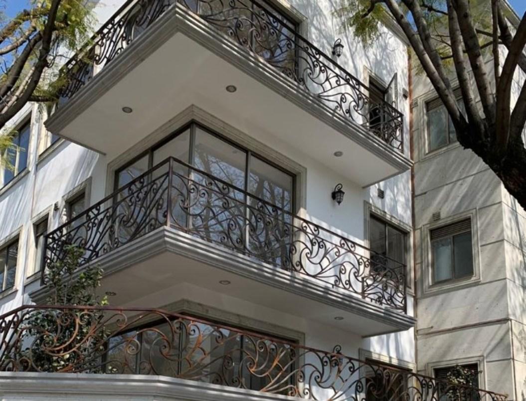 Departamento de 2 niveles con balcón al exterior