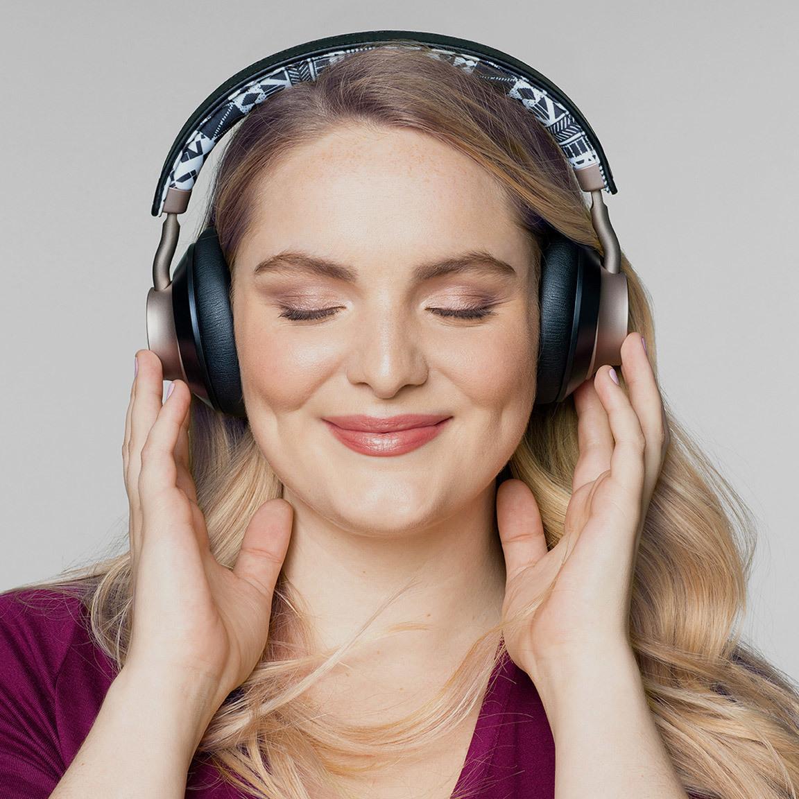 Target Main Image Headphones 1152X1152 V1