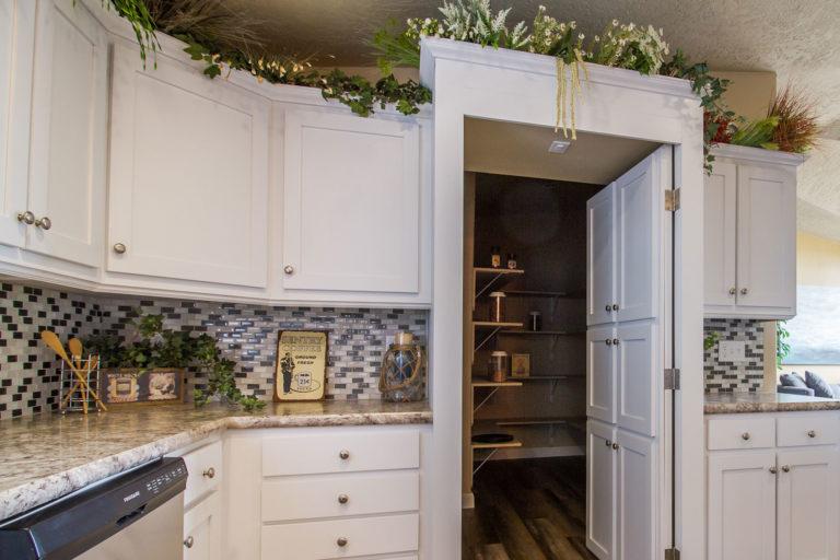 KIT Decor - Cabinets - White Shaker Style Flat