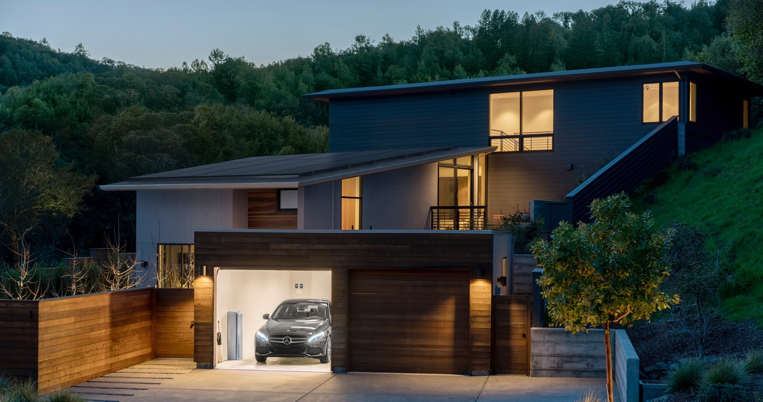 Vivint solar reviews california - Photo Of Home Battery And Solar Panels On A House