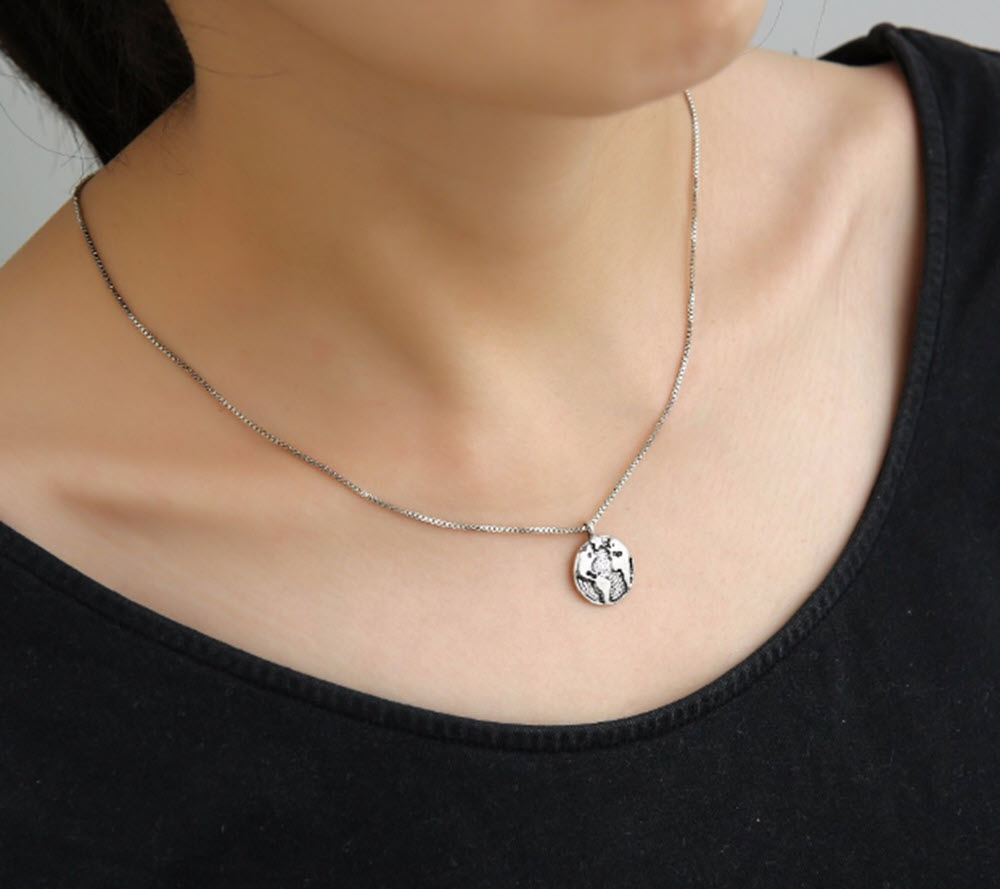 Silver World Map Necklace1
