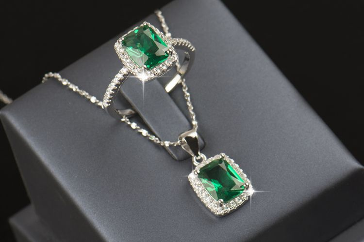 The Dazzler Set (Emerald) - Ring & Necklace