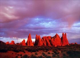 David Chun, </span><span><em>Red rocks at sunset, 2004</em>, </span><span>480 X 348