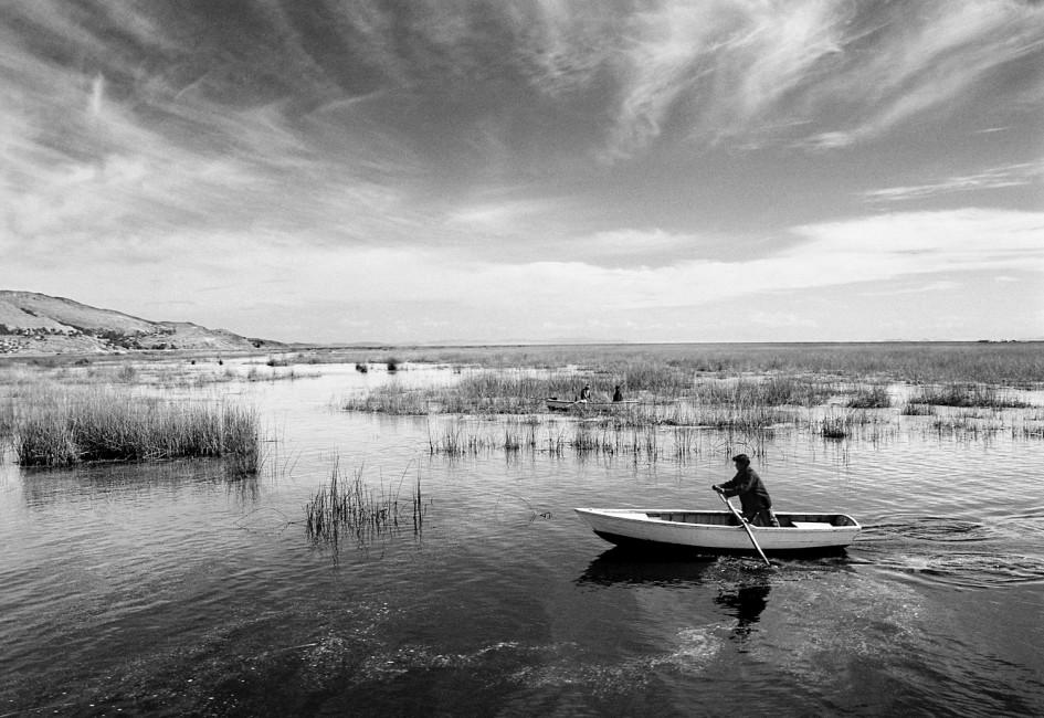 Jorge Chaves, </span><span><em>Boat on Lake Titikaka, 2003</em>, </span><span>22.85 cm x 33 cm