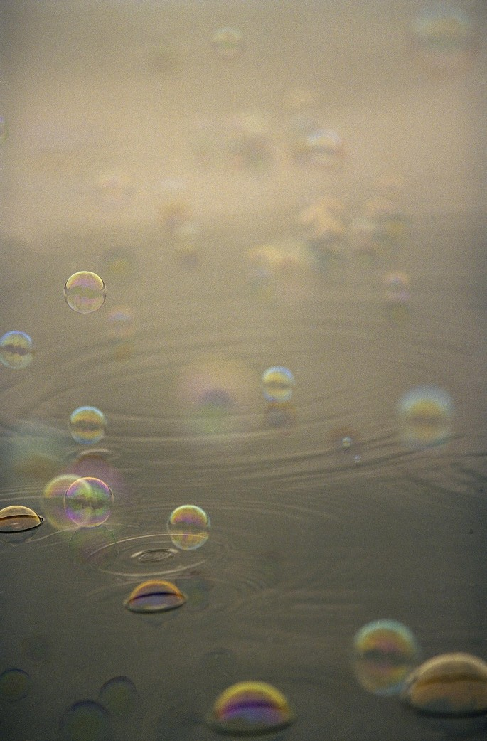 Maria Brenda Yeung, </span><span><em>Bubbles No.1, 2004</em>, </span><span> Color Photo,   30x40 in