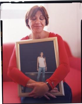 Jason Schwartz, </span><span><em>Nava Siboni with photo of daughter Liron, age 19, 2006</em>