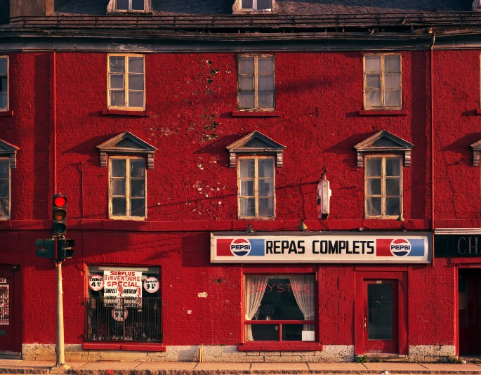 David Kaufman, </span><span><em>Crystal Restaurant, Quebec City, 1985</em>, </span><span>Chromogenic print, 18.5 x 23