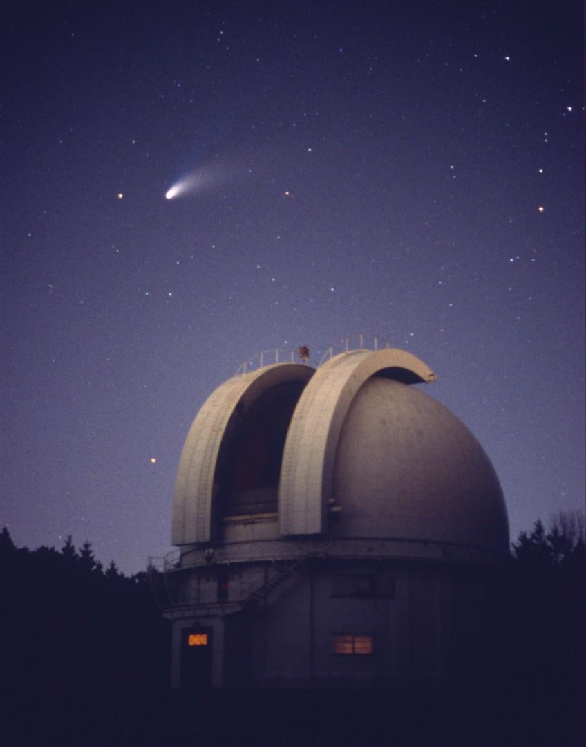 Dan Falk, Comet Hale-Bopp, 1997, digital projection, 9 ft  x 7 ft