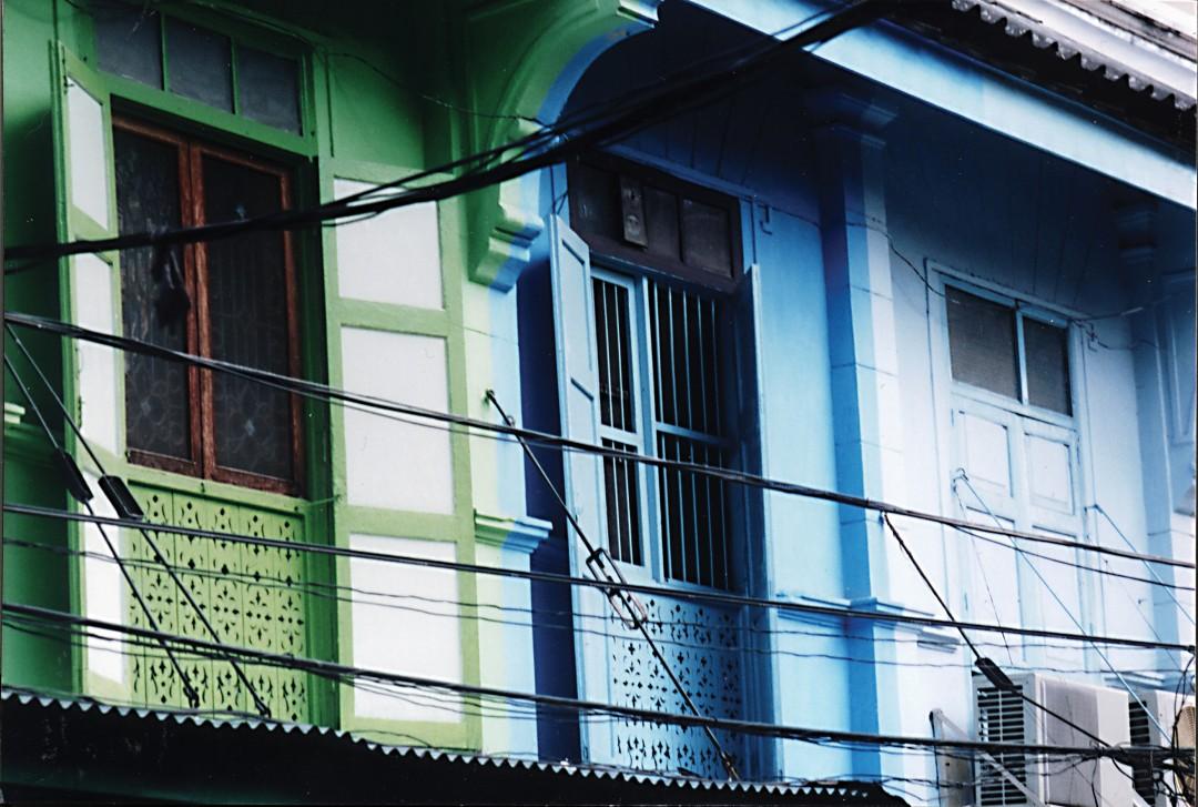 Tammy Stone, </span><span><em>Wire Series, Bangkok: #1, 2002</em>, </span><span>35mm,  10 x 15