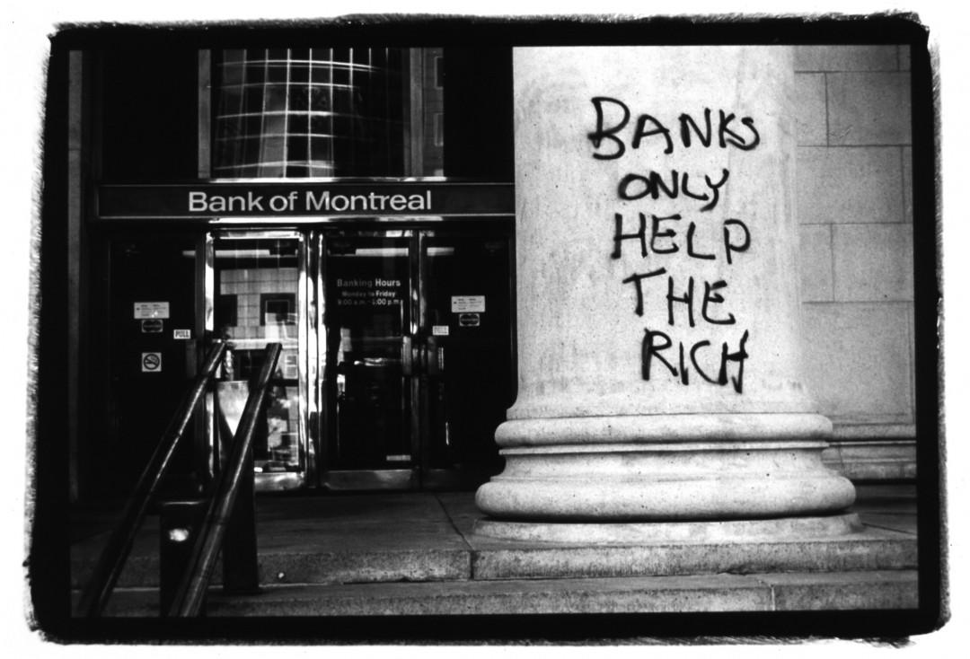 Jon Schledewitz / GlobalAware, </span><span><em>Banks only help the rich, 2005</em>, </span><span>24 x 36