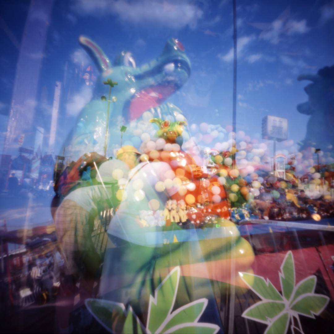 William Mokrynski, </span><span><em>Dragon and Balloons, 2005</em>, </span><span>22 x 22