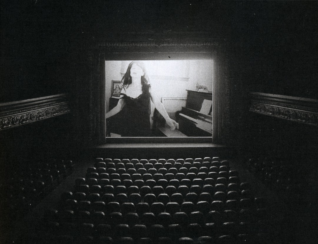 Courtesy: Gallery Barbara Weiss and the Artists, </span><span><em>The Muriel Lake Incident, 1999</em>, </span><span>Multimedia construction with video projection and binaural audio, 73