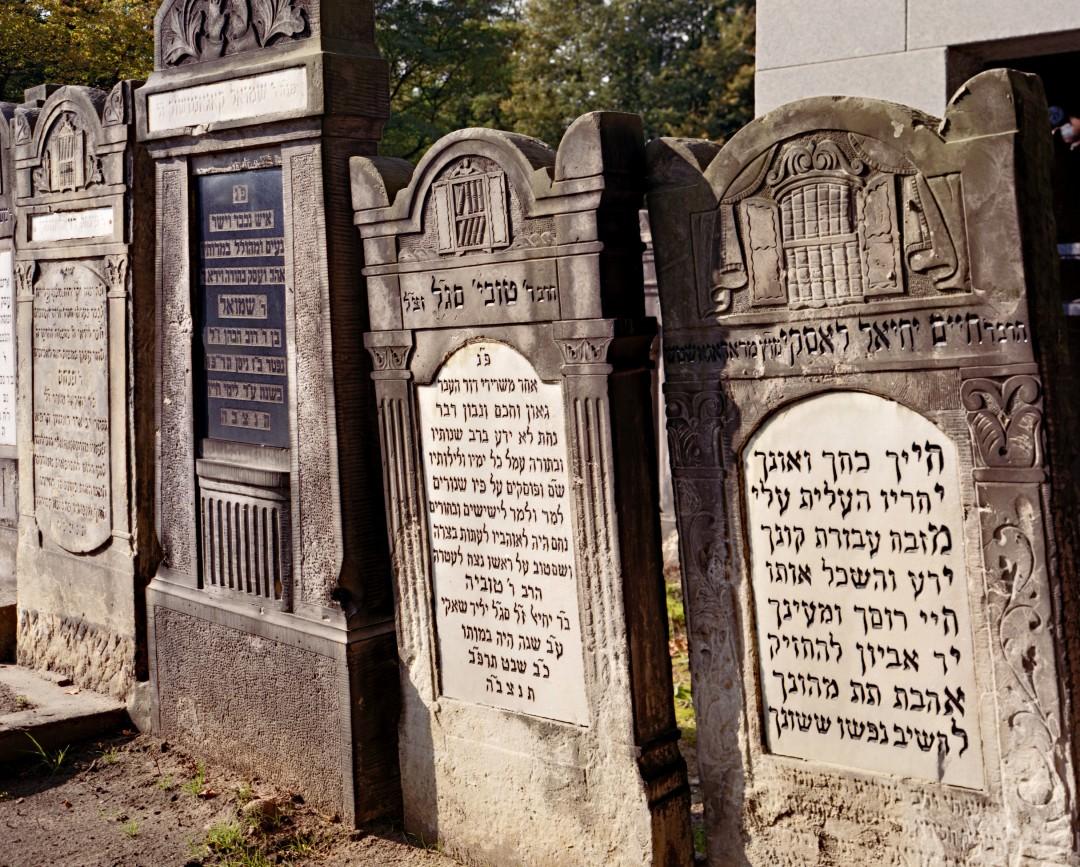 David Kaufman, </span><span><em>Gravestones, Lodz, Poland, 2007</em>, </span><span>Chromogenic print,  23 x 18 in