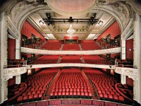 Edward Burtynsky, </span><span><em>The Royal Alexandra Theatre, 2007</em>, </span><span>Digital cromogenic colourprint, 11 x 14 on 14 x 17