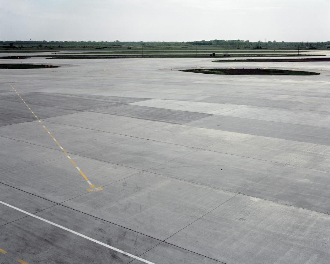 Robert Burley, </span><span><em>Tarmac T3, O'Hare Airfield, 1988</em>, </span><span>Chromogenic Print, 51 cm x 61 cm