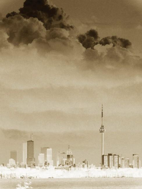 Jennifer Meza, </span><span><em>August Sky</em>, </span><span>2009